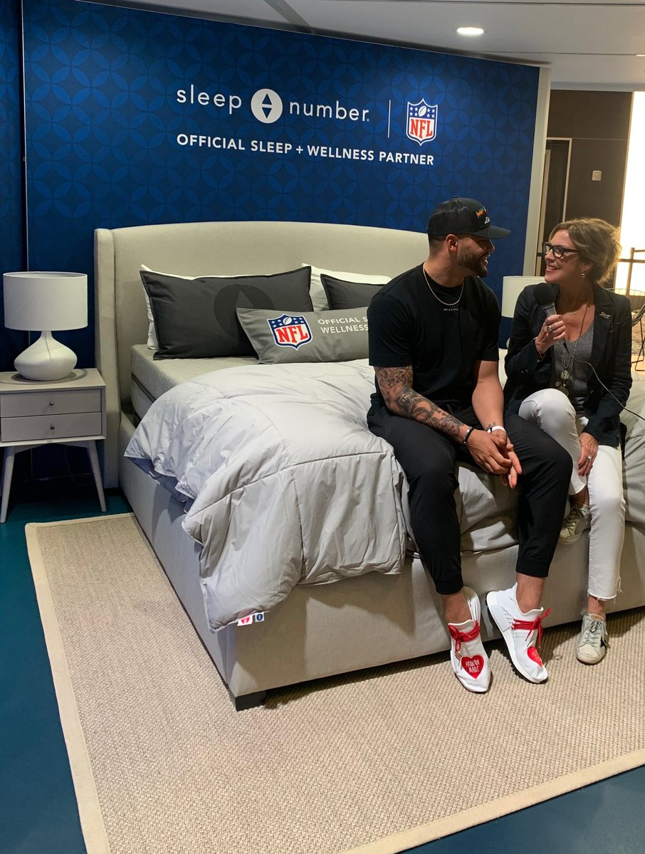 #ad I'm at #SBLIV hanging out with @sleepnumber President and CEO @shellyibach talking about sleep and its impact on my performance. Shelly beat my last SleepIQ score with an 87, mine was 85. #SmarterSleep https://t.co/JbK0x3ch0C