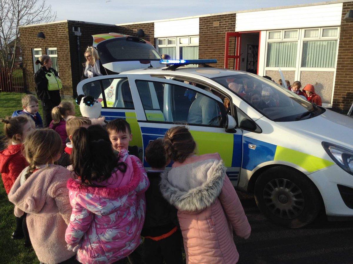 CSO Iley and PC Talbut visiting Hedworthfield Primary 🤩 #communityengagement #jarrow