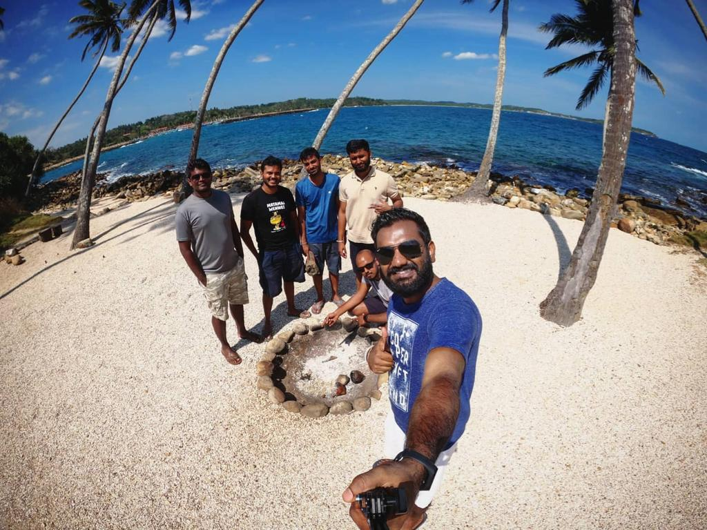 'Home isn't a place, it's the people you're with. I guess that's why they're called your homies.'  #BlueBeachIsland #NewPlaces #CampingArea #WeekendGetaway #RoadTrips #Moments #Nature #NatureLovers #Beach #Views #GoPro #GoProHero8  #Wanderers #Dickwella #DownSouth #SriLankapic.twitter.com/qKH3DsYQWO