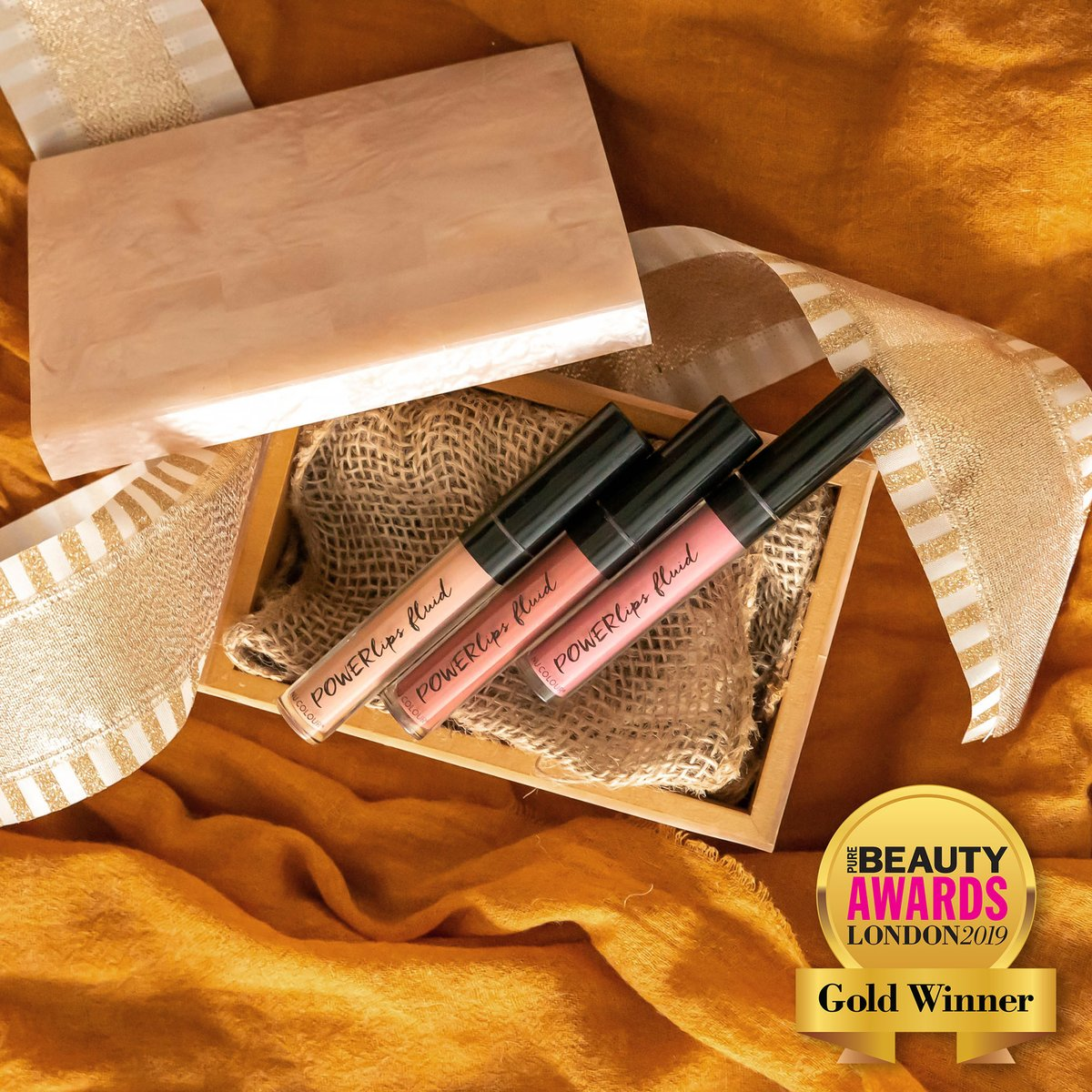 Did you hear that Powerlips Fluid took gold in Best New Lip Product of 2019 at the London Pure Beauty Awards??🎉 It's award-winning, long lasting, and available in beautiful shades for your perfect touch of color.❤️