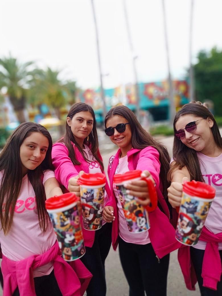 WE ARE READY #Mugs en mano y no nos para nadie  Gaseosa ilimitada para brindar en Disney #SomosFifteens #ElViajeDeTuVida #FifteensFebrero2020pic.twitter.com/UEzClnYyfQ