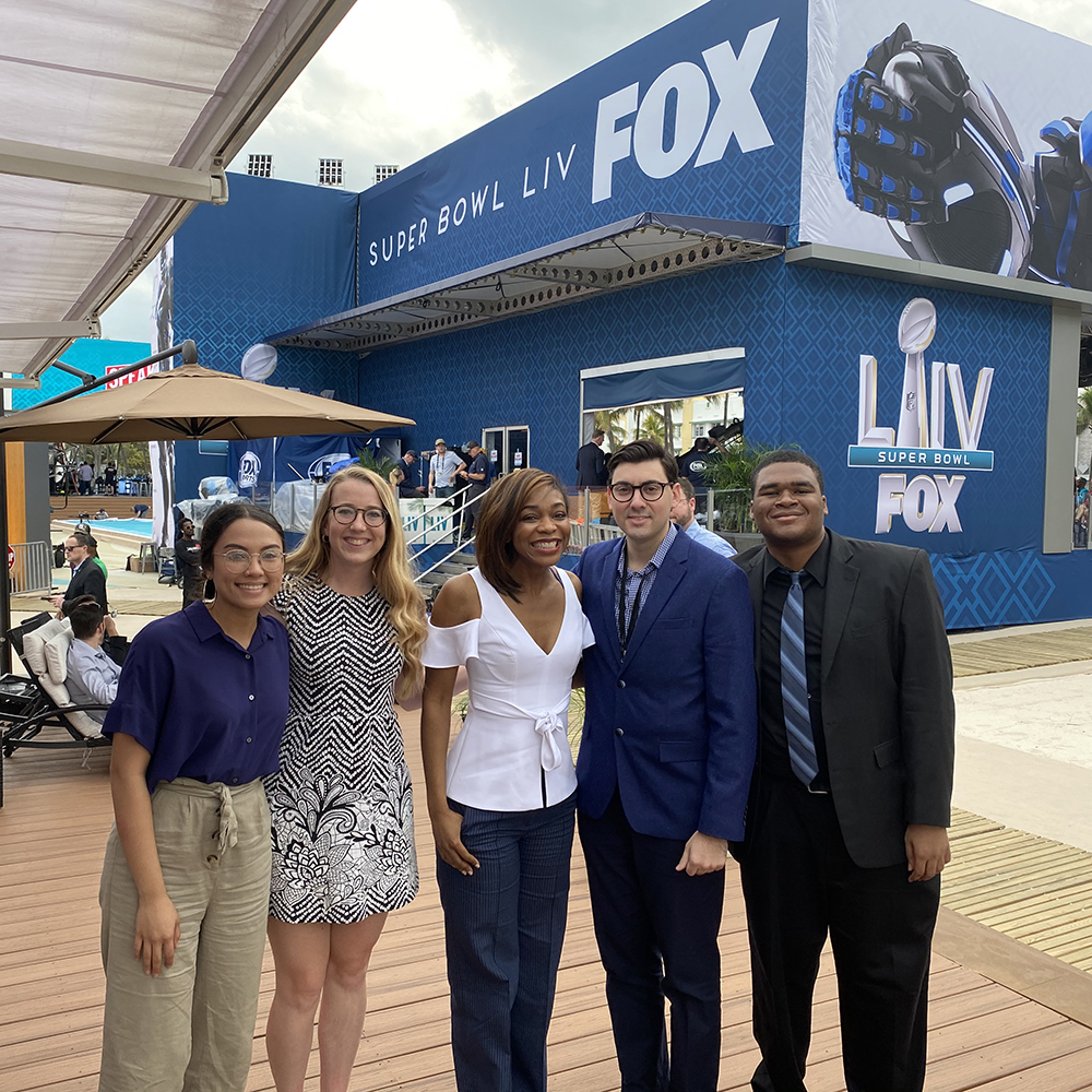 As part of their Super Bowl Week experience, @FOXSportsU students from the University of Florida toured the FOX Sports compounds at Hard Rock Stadium and South Beach and met with former Gator and FOX NFL reporter @Kristina_Pink 🐊 https://t.co/PpuGbL7TM8
