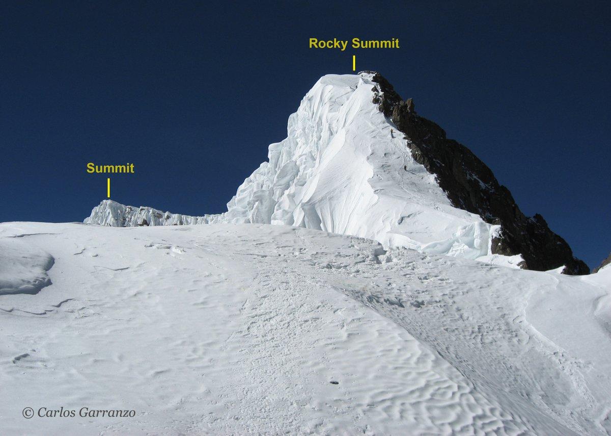 Una vez en el collado, tendrán que tomar la larguísima arista que sube 1º la Rocky Summit (8035m) para descender un poco a continuación y enfrentarse a la expuesta arista de cima (8047m)  📸Foto: Carlos Garranzo, archivo privado.  #BPK2winter #BroadPeakwinter #K2winter (Fin Hilo)