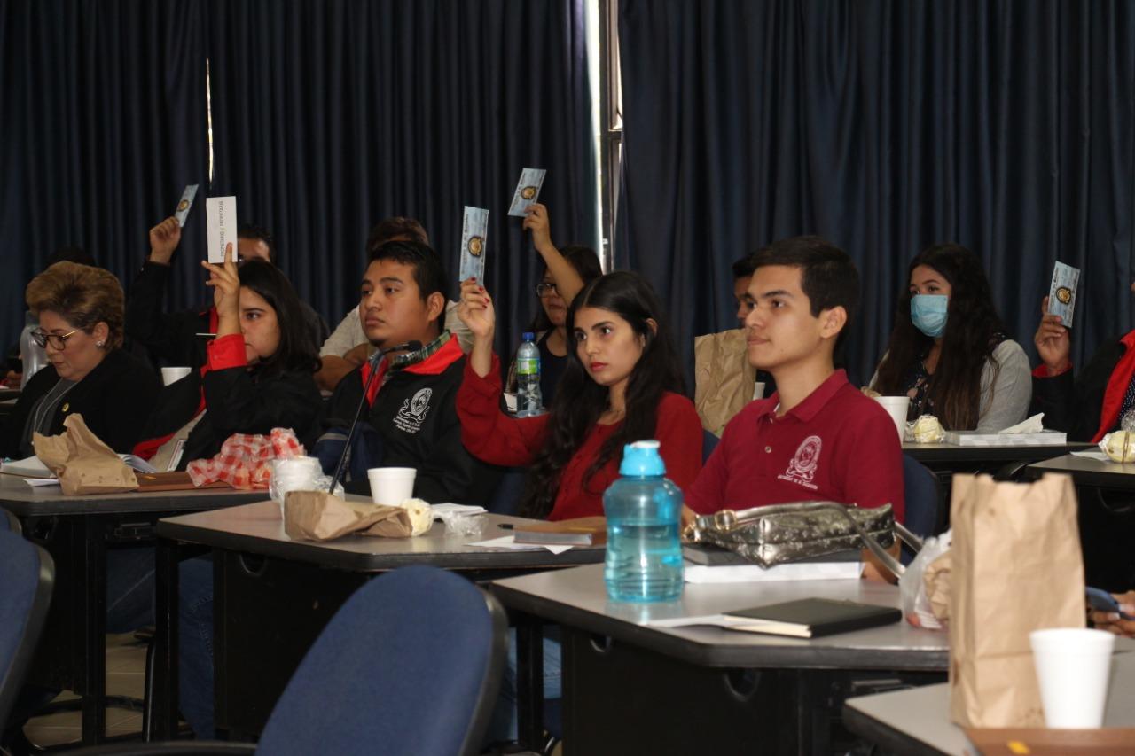 UES exonera matrícula y cuotas a estudiantes de institutos públicos