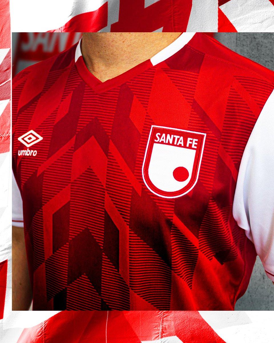 Te mostramos los detalles de la nueva piel del León 2020 en su versión de local 🔴⚪ . . . #TeAmoLeon #EstamosJuntos #Umbro #IndependienteSantaFe #UmbroFutbol #FutbolColombiano #camisetasdefutbol https://t.co/tcAaiA5j13