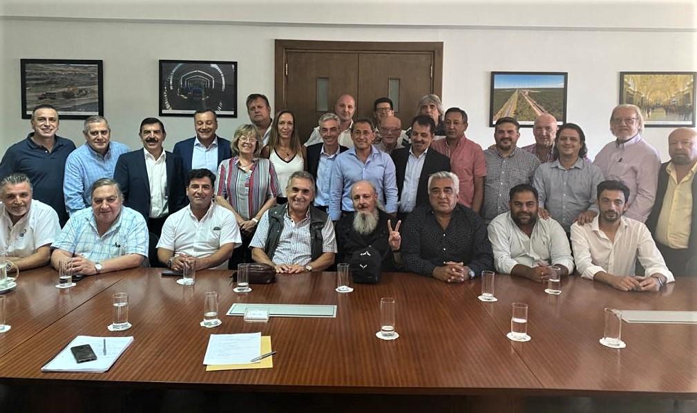 Gremios del Transporte acordaron con Meoni trabajar en prorrogar operatoria del Puerto de Buenos Aires y una Ley Federal de Transporte