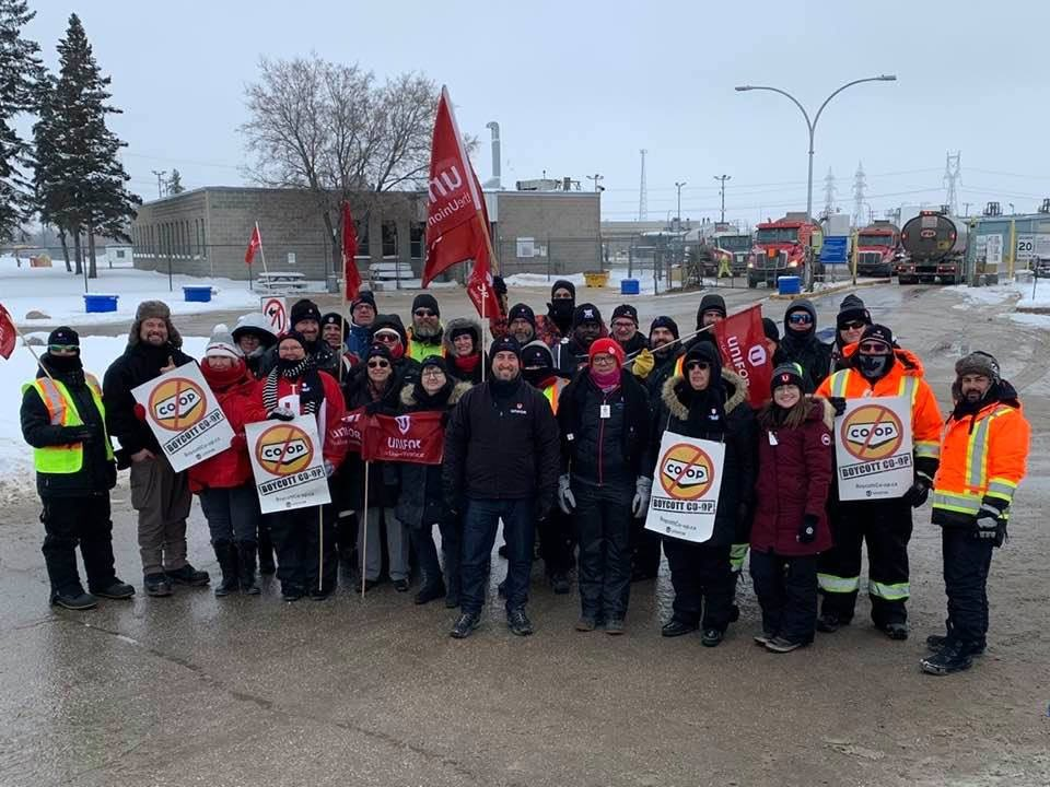 Support for locked-out Co-op Refinery workers at @Unifor594 continues to grow in Manitoba. #mbpoli #canlab #cdnpoli