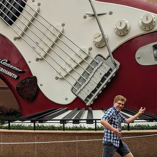 Rockin out hard in Hollywood Studios! One of the most wild rides in all of Disney World that I love going on. Jam out this week everyone!   #followingdreams #disneylife #disneylove #disneyfan #disneyaddict #ilovedisney #disneylifestyle #bestdayever … https://ift.tt/2RJ4DAFpic.twitter.com/xxPzJZ3vFy