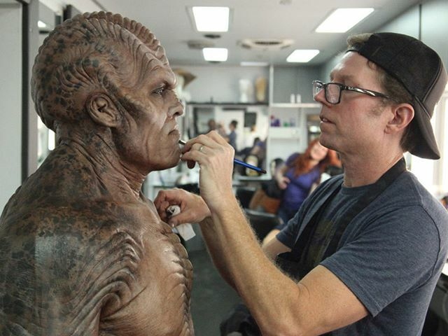 Special makeup effects artist #GarrettImmel applies the finishing touches to #Bortus, portrayed by #PeterMacon, for the TV Series #TheOrville (2017) https://t.co/lddYK5CLUu https://t.co/XVWasNRiKI