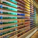 「PIGMENT TOKYO」カラフルな瓶を見るだけで心躍りそう。おもしろそうなワークショップもある素敵なお店です。