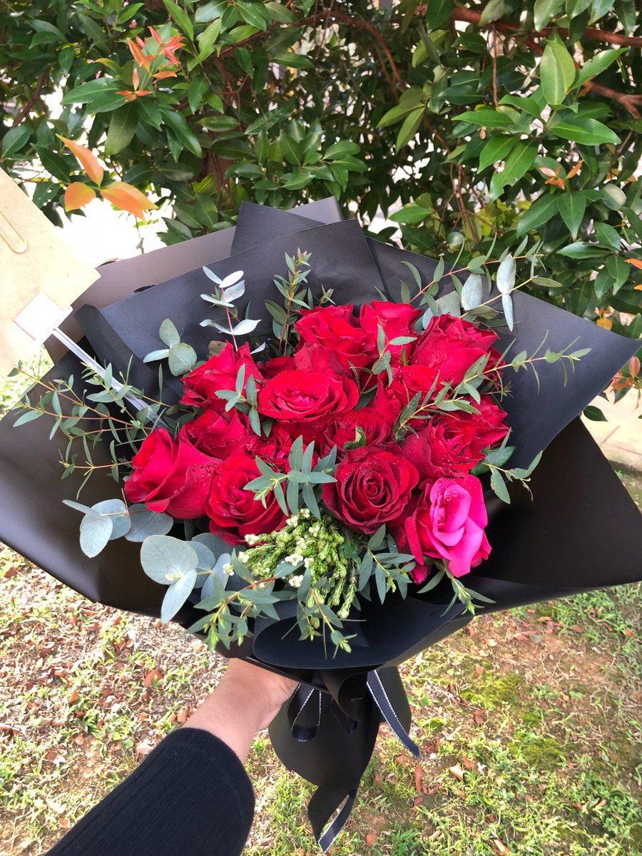 Red means love is in the air#sayajualbunga #bungamurah #flowerbouquet #valentinesdaygiftpic.twitter.com/nUGN9OaQuw
