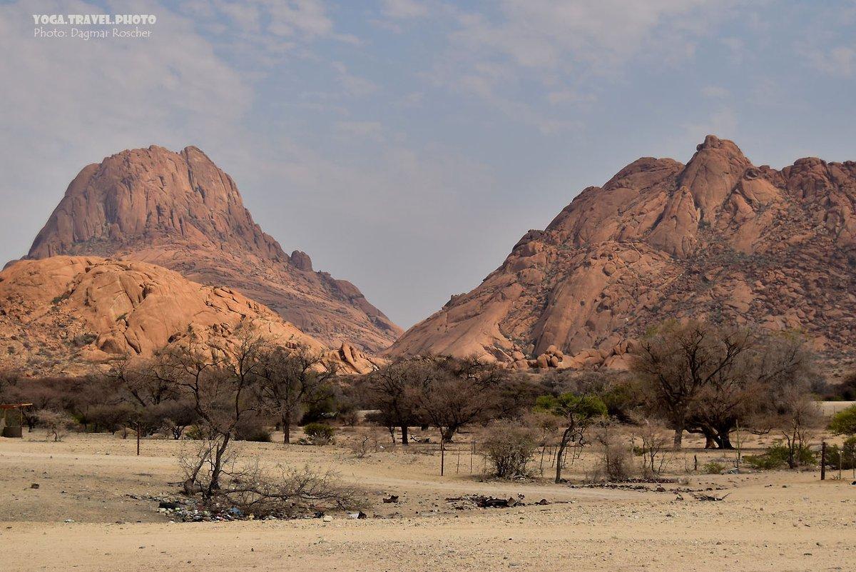 On the way to Spitzkoppe Mountain in Namibia. #Spitzkoppe #SpitzkoppeMountain #SpitzkoppeNamibia #Namibia #Inselberg #Mountains #NamibiaTour #LandscapePhotography #TravelPhotography #ReiseFotografie #LandchaftsFotografiepic.twitter.com/xPMwyeRcV4