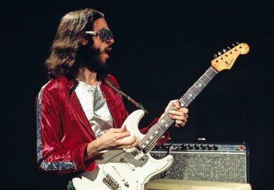 Happy Birthday to Roxy Music guitarist and songwriter Phil Manzanera, born on this day in London in 1951.