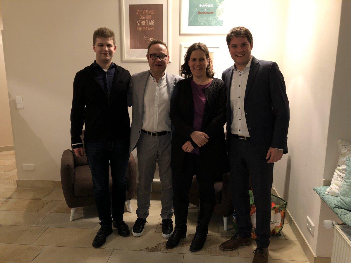 Beim #Jahresempfang der #SPD #Harlaching mit der #Ehrenpreis-#Verleihung für bürgerschaftliches #Engagement an  #MünchnerTafel und @brkaktuell Harlaching. Begrüßung durch #MichaelSporrer, Laudatio von @RoteVerena. Mit dabei auch @JustusTjarko, @Vorlaender_Muc, @FlorianvonBrunn https://t.co/hYPsXhKiM4