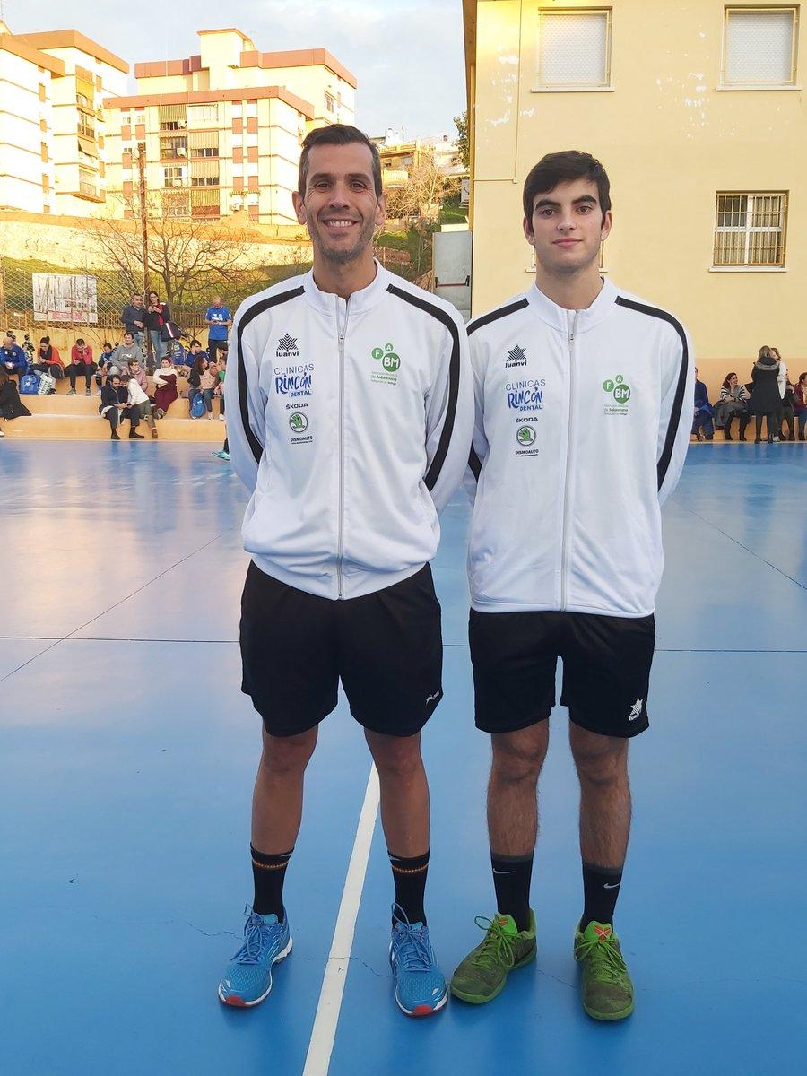 @Refereealberto trabajando #formacion con #PabloNaranjo en los partidos infantil femenino y masculino del @ClubMalagaNorte contra @cdpuertosol y @balonmania_coin  #arbMLG #estoesunnoparar pic.twitter.com/G9v4rRRLR9