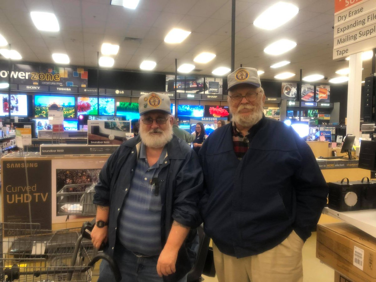 We love when our Veterans shop at the Exchange!! @rock_exchange was excited to meet these awesome Veterans, one Retiree and one Expanded Benefits Veteran. Thank you so much for your service and sacrifice#FamilyServingFamily #WeGoWhereYouGo pic.twitter.com/rtwmPvyIrw