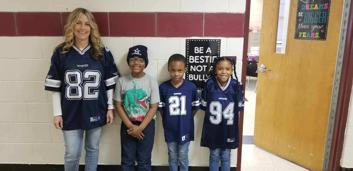 @WeAreBTWE showing off our NFL gear! #spsk12proud #buildingthebestSPS #NFLTwitter