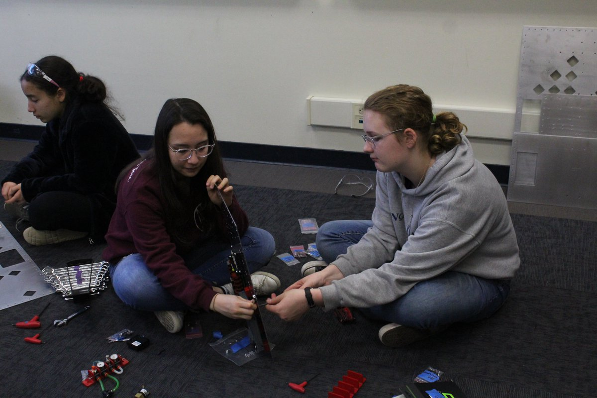 It is almost the end of Week 4, and the Janksters have made a lot of progress! They have been working on CAD, code for the robot, and the electrical board! Good luck to all the teams during the final weeks of Build Season! #robotics #frc #infiniterecharge #omgrobots #bowsnrobots https://t.co/DhzKsaHrOX