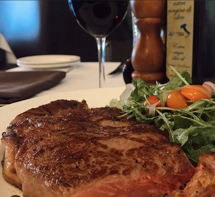 Flavor bomb! Grilled 16 oz ribeye. Oh baby. + red wine. Perfect Friday night! 🍷