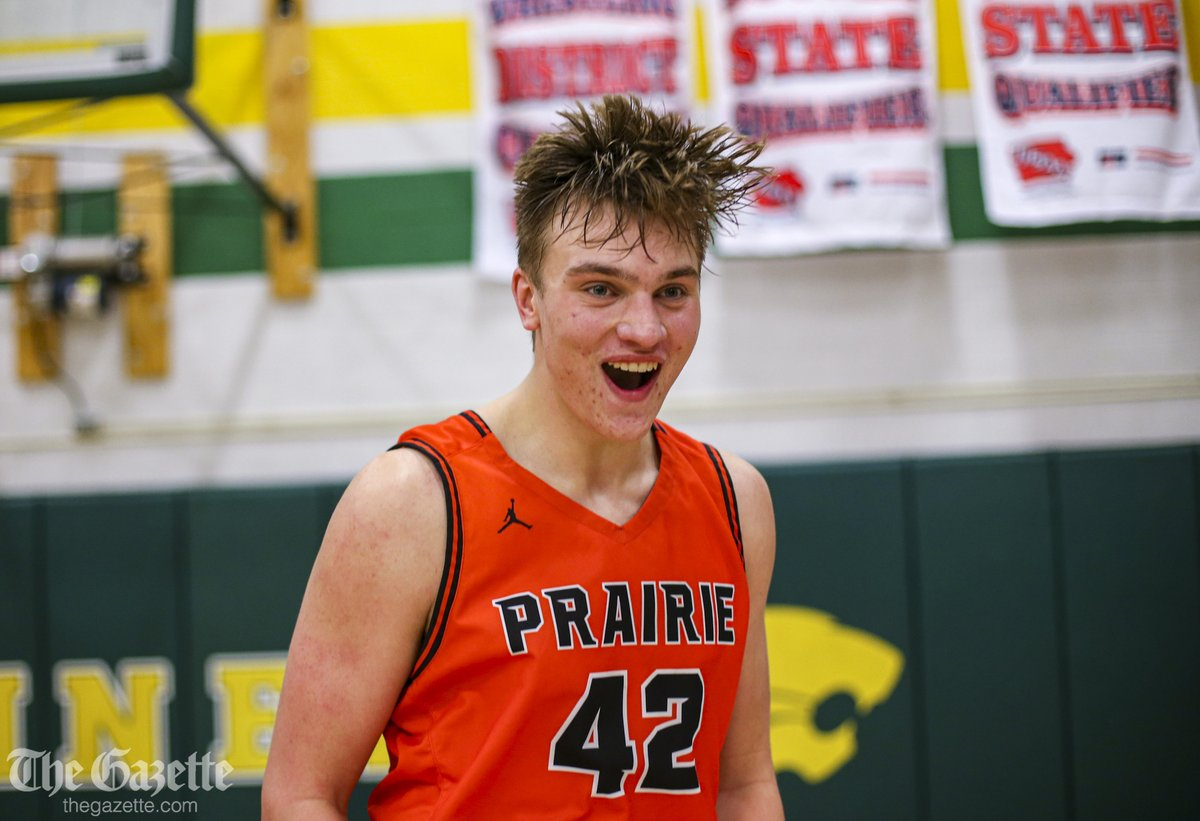 Prairies Gabe Burkle sinks two free throws in the final 3 seconds for the win over Kennedy, 61-59. Photos here: thegazette.com/subject/sports… #iahsbkb @jtlinder