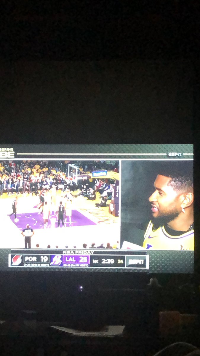 Never thought it would be tough to watch a basketball game #lakersgame #LakersNation #KobeForever #RIPKobeByantpic.twitter.com/MWDuprZ5RL