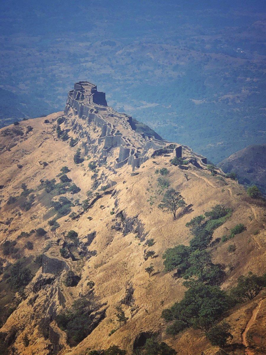 "RAJGAD FORT – Capital fort of ""HINDAVI SWARAJYA"".King of Forts #Pune_Attractions  @PuneCityLife @micnewdelhi @punekar @PunePmc https://t.co/NSfNJieuNl"