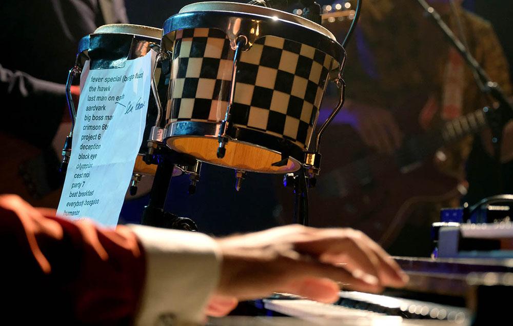 Les musiciens se pressent sur scène et le public dans la salle : prochaine jam session du Shed, c'est le mercredi 5 février 20h30 ! http://jazzus.fr/jam-session-3/ #reims #reimscity #reimstourisme #villedereims #jazzus #music #jazzmusic #livemusicpic.twitter.com/RUy6NTyNG9