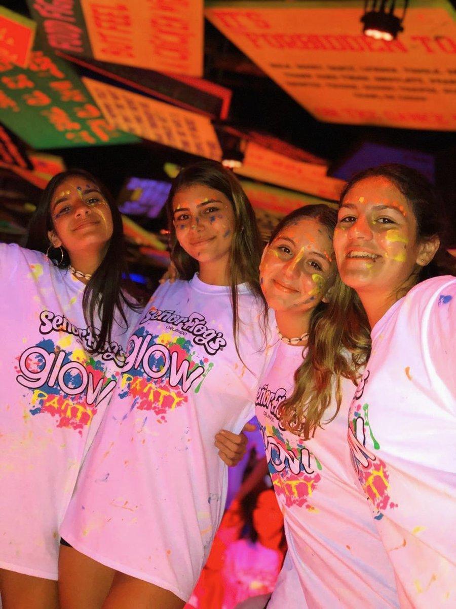 Estallamos la noche en la #GlowParty   Un fiestón de colores, música y amigxs  ¿Con quién te gustaría vivir esta fiesta? ¡Etiquetalx!  #SomosFifteens #ElViajeDeTuVida #FifteensFebrero2020pic.twitter.com/Om6VtNlq2n