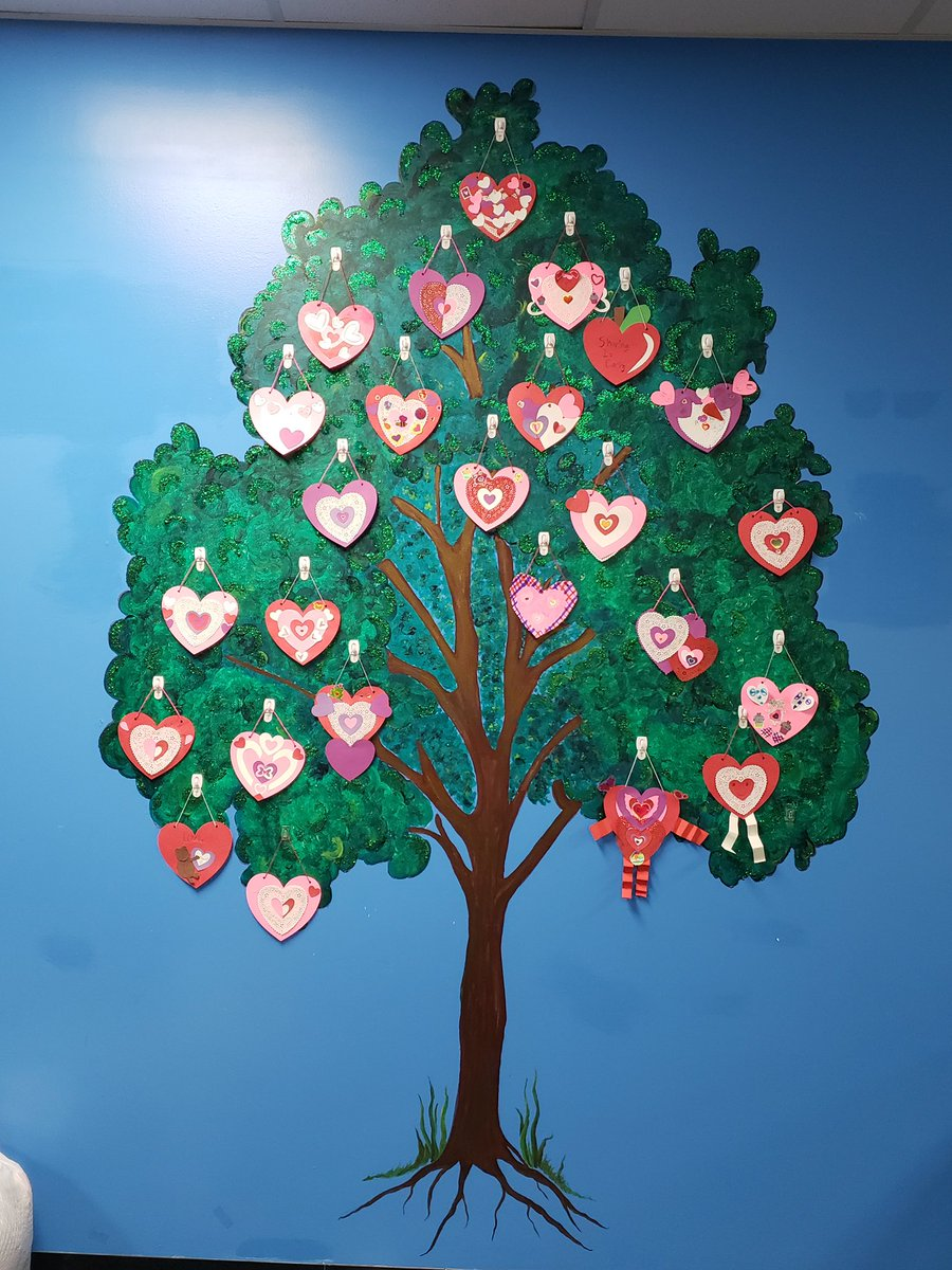 LEAD TIME: ART LEADERS 🎨 Art Leaders made valentines to decorate the tree by the front door.
