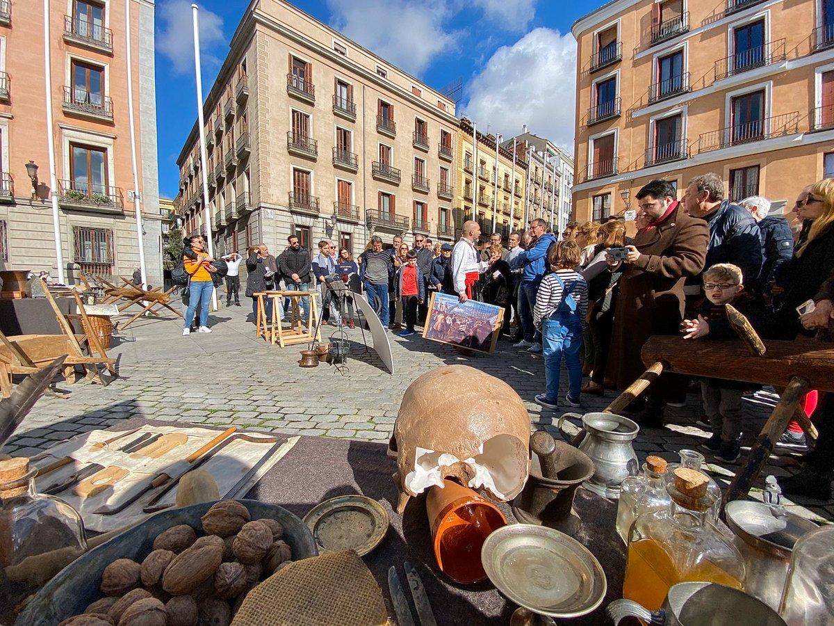 Madrid se convirtió en un auténtico campamento de los Tercios. Conseguimos dar a conocer aún más nuestra historia y fue un auténtico centro de disfrute y diversión para niños y mayores.  📸Fotos:Javier Milans y elaboración propia #31EneroTercios https://t.co/29KnJTeChA