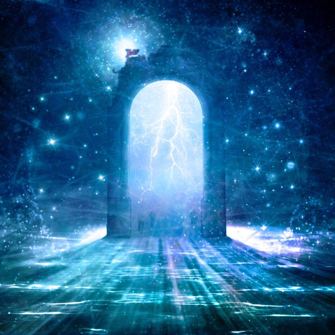 Sobald wir ernsthaft den ersten Schritt in Richtung unseres Seelenplan unternehmen öffnet sich eine Tür, die uns zu einen Ort führt, der mit Wunderland gleichzusetzen ist... Bist Du bereit für deine Reise? pic.twitter.com/7vWM4QLW4x