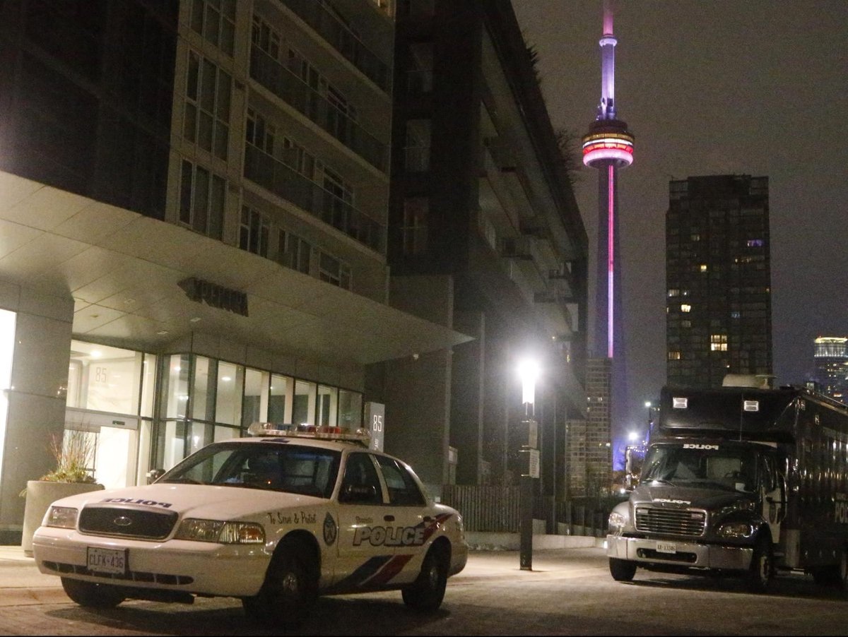 AIRBNB BLOODBATH: 3 killed, 2 injured in shooting at downtown condo party  Via @SunDoucette