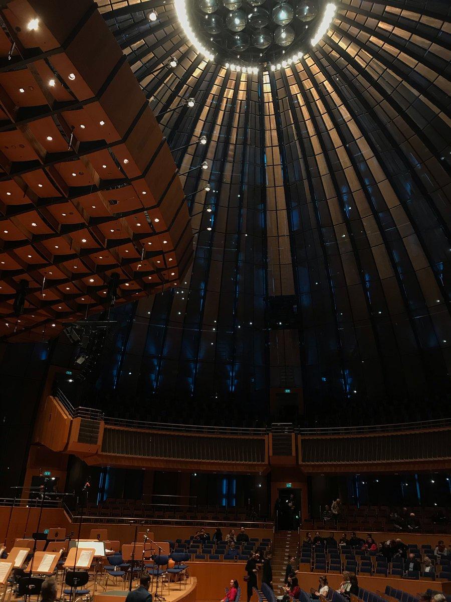Die Ruhe vor dem Sturm... Gleich beginnt das Tonhallenkonzert 2020 vom #HHU-Uniorchester #hhupic.twitter.com/NdlIPmf8Sv