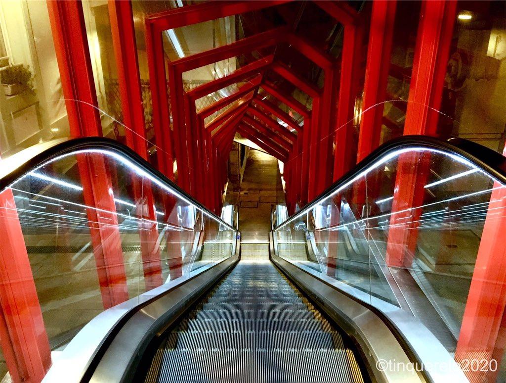 Uff! #mechanicalstairs #streetphotography #photography #vigocity #uffboamúsica #rutaurbana