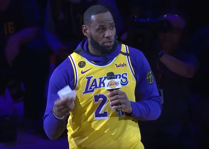 【影片】湖人主場緬懷Kobe,詹姆斯致辭拒絕念演講稿:這不尊重湖人國度!