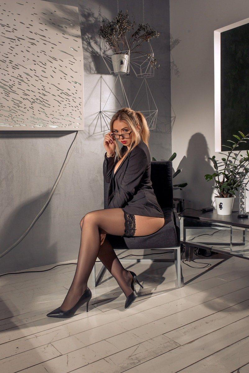❤#blonde #longlegs #holdups #blackstockings #highheels #lingerielover #luxuryhosiery