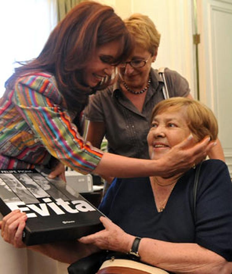 #mariaelenawalsh nosotros no nos adueñamos de Ellla, Ella nos eligió a nosotros. Peronismo puro.  Fue brillante y fue peronista. No se pongan nerviosos. #90años #ArgentinaUnidapic.twitter.com/1tSKlKcGUn