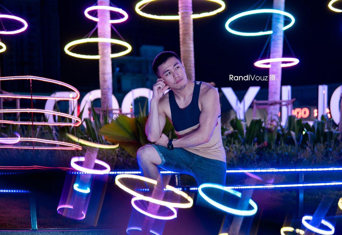 Pocketful of Halo  . . @ffteddy  #portraitphotography #manportrait #randivouzpic #cuteguy #neon #nightphotography #nightportrait #chinesenewyear2020 #creativeportraitspic.twitter.com/hG4la4dZo5
