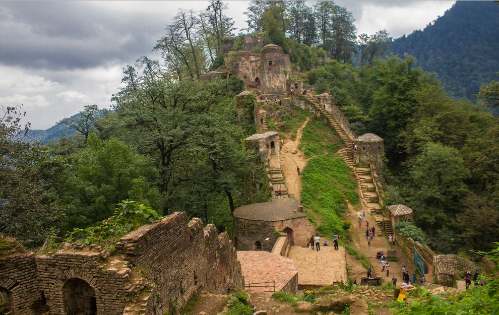 Trekking tour It is time to travel Damash to visit its pristine scenery. This path leads you through magnificent forests before traversing Masuleh and Rudkhan castle. see more: http://bit.ly/3aZJJVH  #iran #gilan #tour #trekking #hipersiapic.twitter.com/7duxYN1YDj