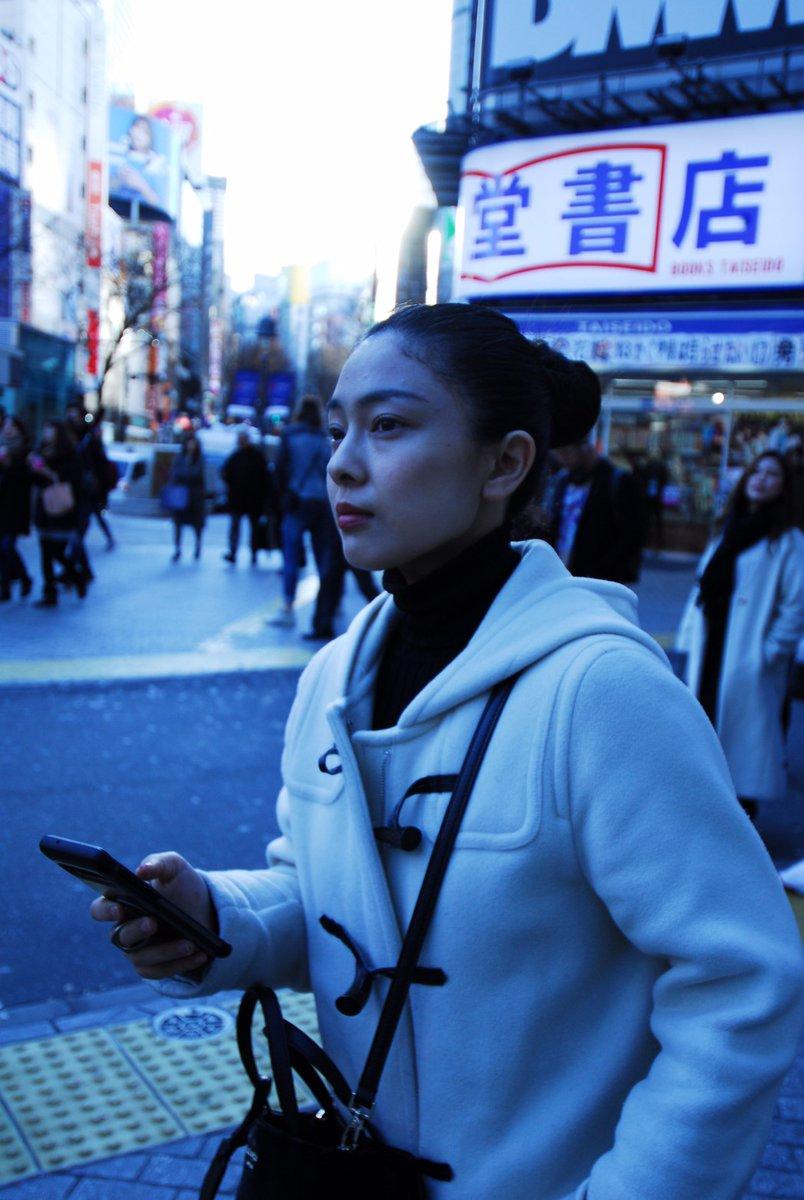 test ツイッターメディア - 土居志央梨が渋谷に来るのをソワソワ待ち構える私を毛利悟巳ちゃんが撮っていてくれました。  1枚目『シオリまだ…?』 2枚目『シオリどこから来るん?』 3枚目『シオリ渋谷着いたって!』 4枚目『来た!』 https://t.co/nx3mckWXAR