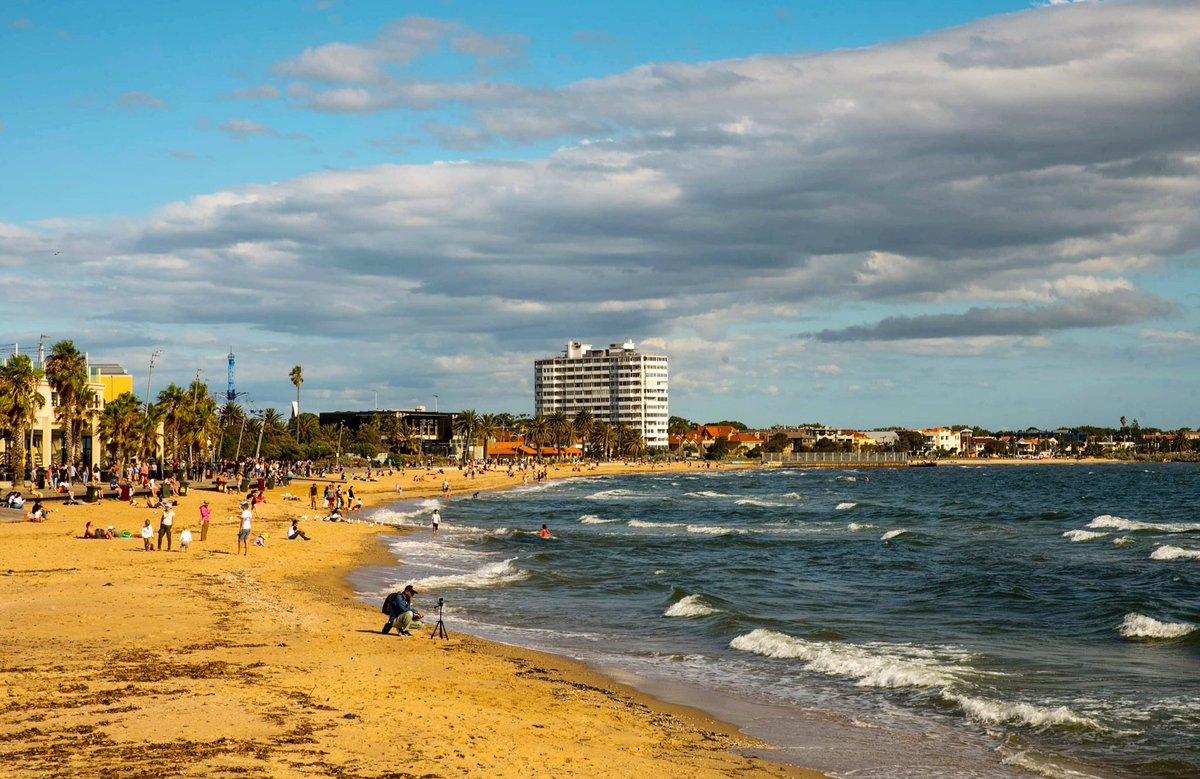 St Kilda beach ! #stkilda #stkildabeach #beach #melbourne #melbourne_insta #cityofmelbourne #melbournephotography #australia #stkildalife #beachlife #australiansummer #adventure #australiainstagram #waves #victoriapic.twitter.com/z2NILXE73Y
