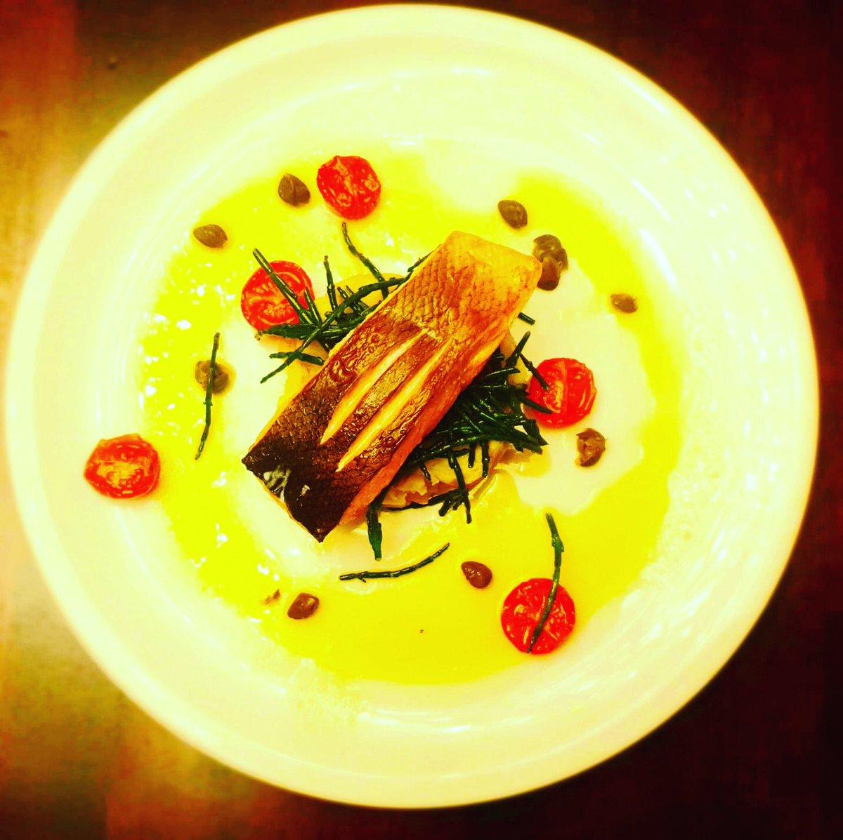 On tonight. Pan fried Irish salmon, sauteed samphire, crushed potatoes caper and oven roast tomato butter sauce #dublincitycentre #dublinonourdoorstep #Ourteam #chefgoals #chefteam #dublinfood #dublindining https://t.co/c81Nzy38rc