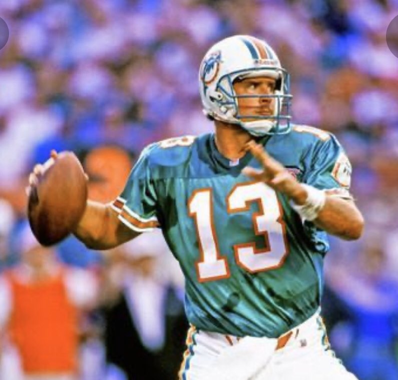 Man how I wish @DanMarino would have WON a #SuperBowl ! #respect 👊 @MIASBLIV @MiamiDolphins https://t.co/MtaYX1pH5J