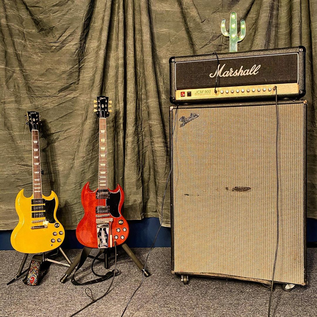 "Riff ready. 🤘 Happy #ShredSunday   📷: guitars_at_toh #liveformusic"""