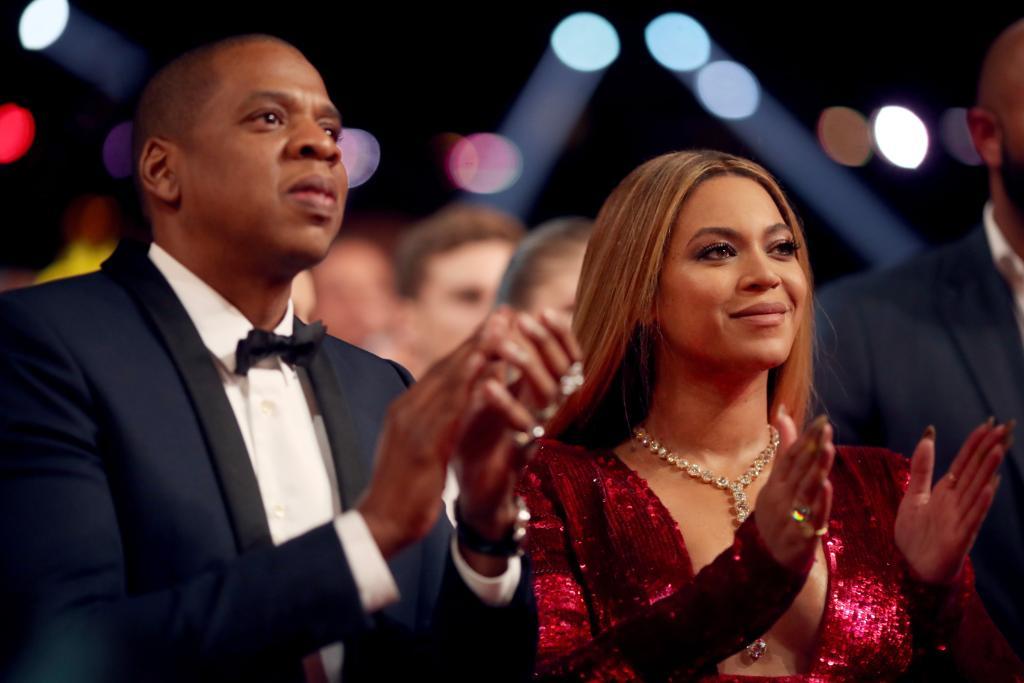 Jay-Z and Beyoncé sit for national anthem at #Superbowl LIV cbsn.ws/37PSako