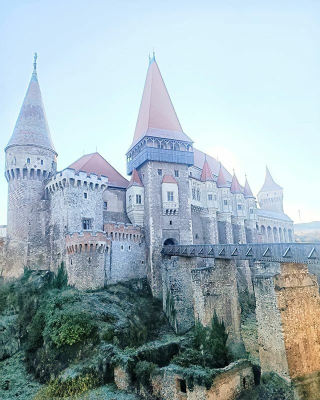 Trasylvania you are amazing #castelulcorvinilor . . . . .  #visitromania stransylvania #igersromania #castlesoftheworld #experienceromania #transilvania #romaniatravel #romanialandscape #romaniainspo #visualromania #ig_transylvania #magictransylvan… https://ift.tt/3b4VMRCpic.twitter.com/OA4NQDYmK6