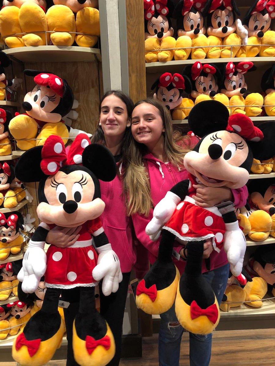En #DisneySprings no nos dan las manos ¡queremos todos los peluches!  ¿Vos cuál te traerías de recuerdo? ¡Contanos! #SomosFifteens #ElViajeDeTuVida #FifteensFebrero2020pic.twitter.com/sV8BPE5961