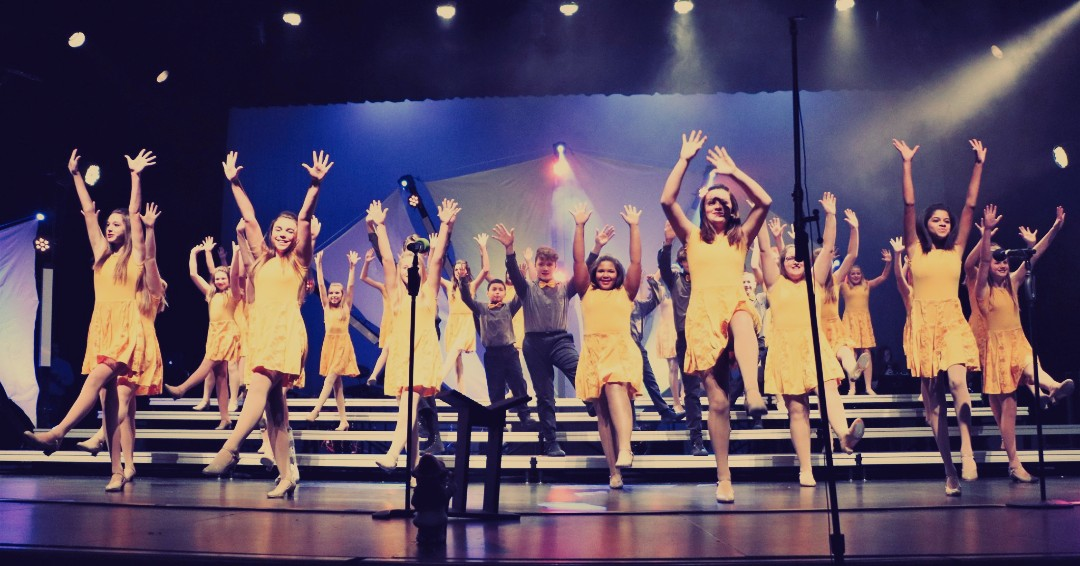 Exactly five days until the Fort Atkinson Middle School Fourth Street Singers host groups from all over Wisconsin and Illinois for Day One of the Fort Atkinson Showchoir Showcase! #showchoirlife #dancingpic.twitter.com/8kVmpWEuOz