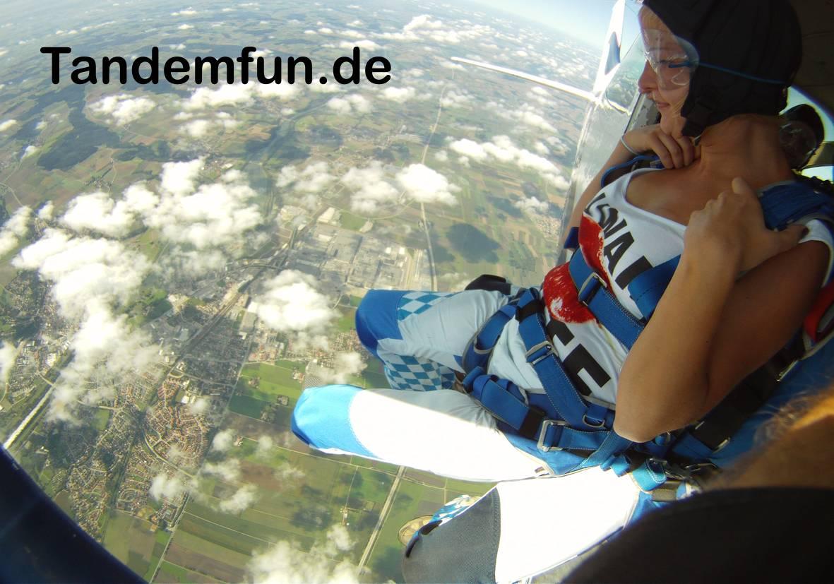 Fallschirmspringen Bayern #Gutschein Tandemsprung #Geschenk #Geschenkidee  #München #Landshut #Regensburg #Deggendorf #Cham  #Straubing #Amberg #Schwandorf #Ansbach #Würzburg #nuernberg #Fürth #Erlangen Niederbayern #Oberviechtach Neunburg vorm Wald http://tandemfun.de #spasspic.twitter.com/KZ6oFLWDAG