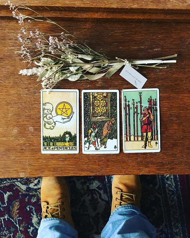 The sweet gift of isolation. But don't work on loneliness. #tarot #tarotcards #riderwaite https://ift.tt/2SNkEou pic.twitter.com/1aydLYtJWT